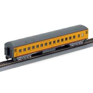 HO RTR Heavyweight Round Roof Coach UP #120: Toys & Games
